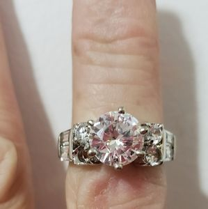 CUBIC ZIRCONIA RING SIZE 8 APPROX